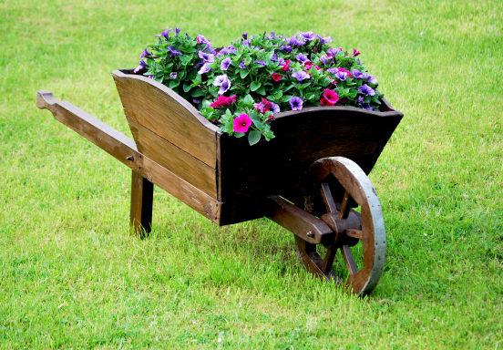 Wagen Wheel Planter DIY Idea