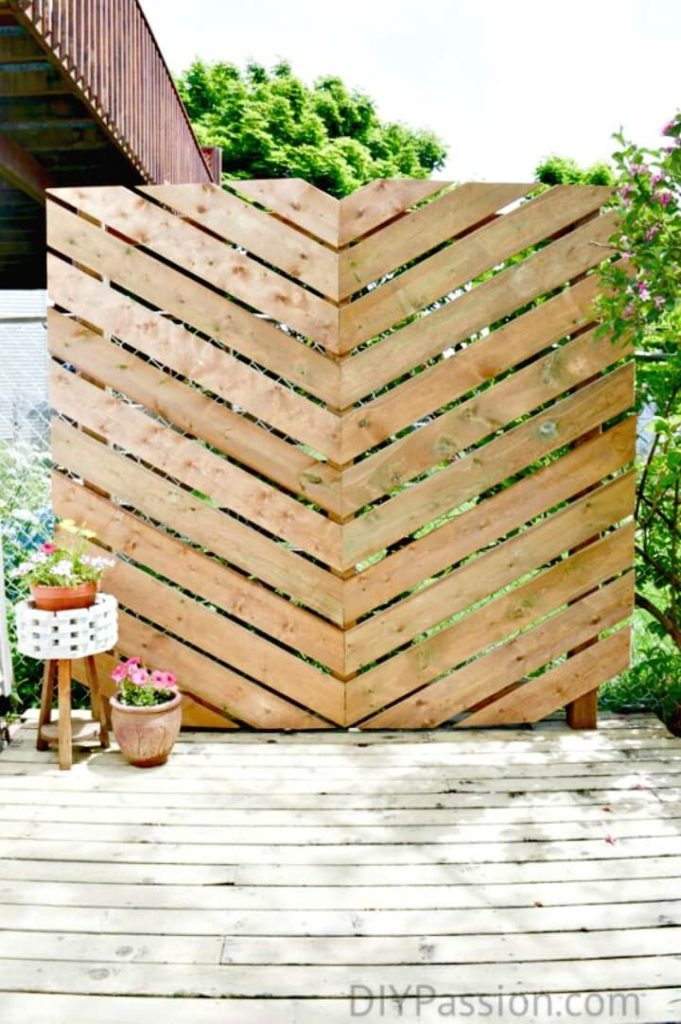 DIY Privacy Wall Garden Furniture