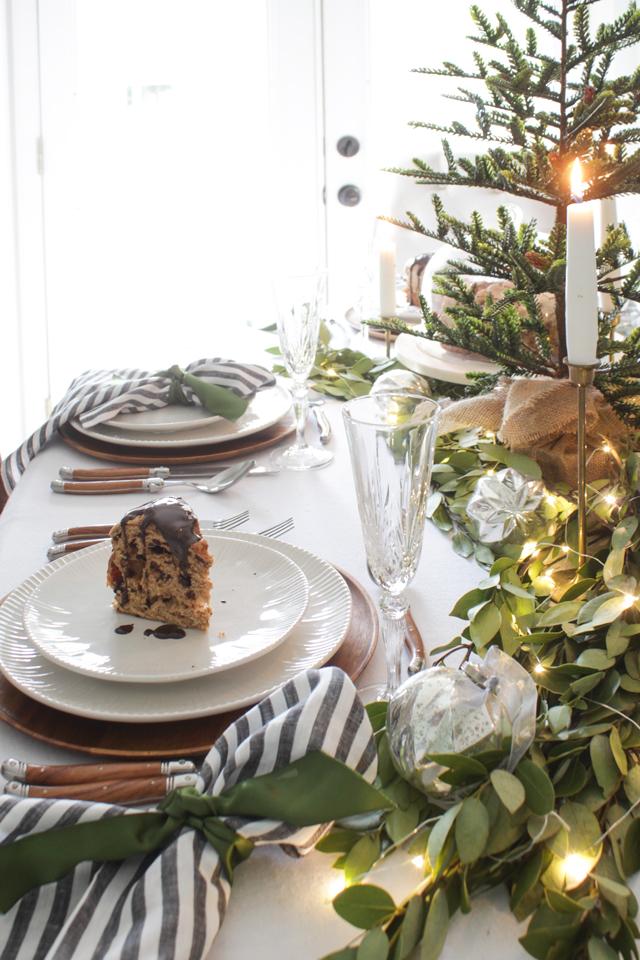 15 Cozy And Wonderful Farmhouse Christmas Decorating Ideas