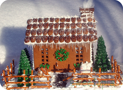 Gingerbread Woodcutter's Cabin
