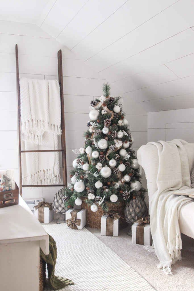 Simple Farmhouse Christmas Tree